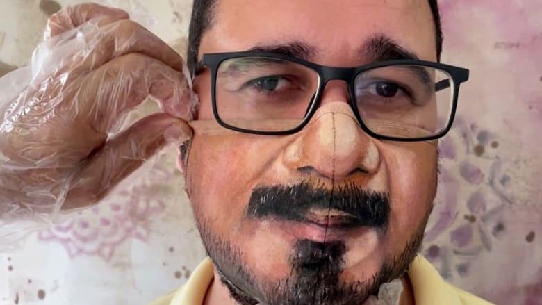 شاهد هذا الفنان الذي يصنع الكمامة على شكل وجه مرتديها