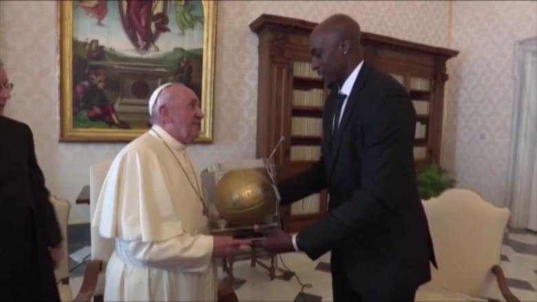 البابا فرنسيس يلتقي لاعبي كرة السلة للمحترفين للنقاش عن القضايا الاجتماعية