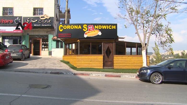 مرشد سياحي يحول كورونا إلى ساندويشات طعام في بيت لحم