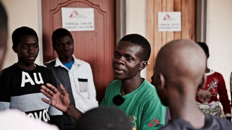 كيف تغلبت هذه المجموعة من المصابين بفيروس نقص المناعة البشرية على وصمة العار؟