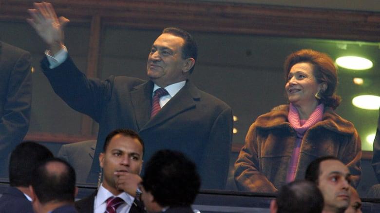 صورة ارشيفية لحسني مبارك وزوجته سوزان