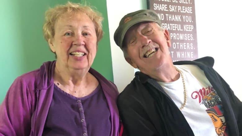 ثنائي متزوج منذ 47 عاماً.. يموتان بسبب فيروس كورونا بفارق دقيقة واحدة