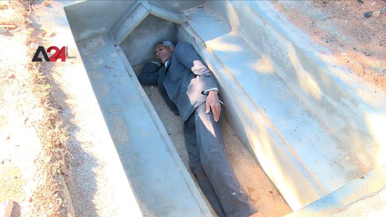 """عادة أندلسية قديمة.. سكان مدينة """"تستور"""" التونسية يجهّزون قبورهم وهم لا يزالون أحياء"""