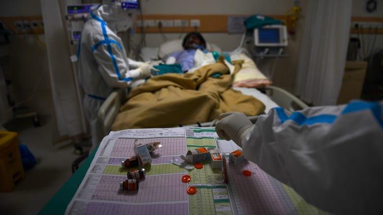 وسط أزمة كورونا..مرض مجهول يتسبب في وفاة شخص ونقل أكثر من 300 شخص إلى المستشفى في الهند