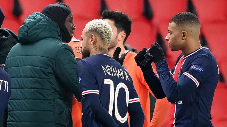 تعليق عنصري يوقف مباراة باريس سان جيرمان وباشاك شهير التركي.. فماذا حدث؟