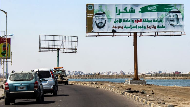 صورة ارشيفية للوحة على الطريق الرئيسي المؤدي لميناء عدن