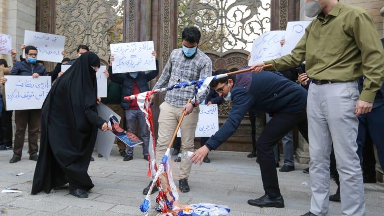 """الجيش الإيراني يمنح أسرة فخري زادة وسام النصر ويتوعد بـ""""الثأر"""" من أمريكا وإسرائيل"""