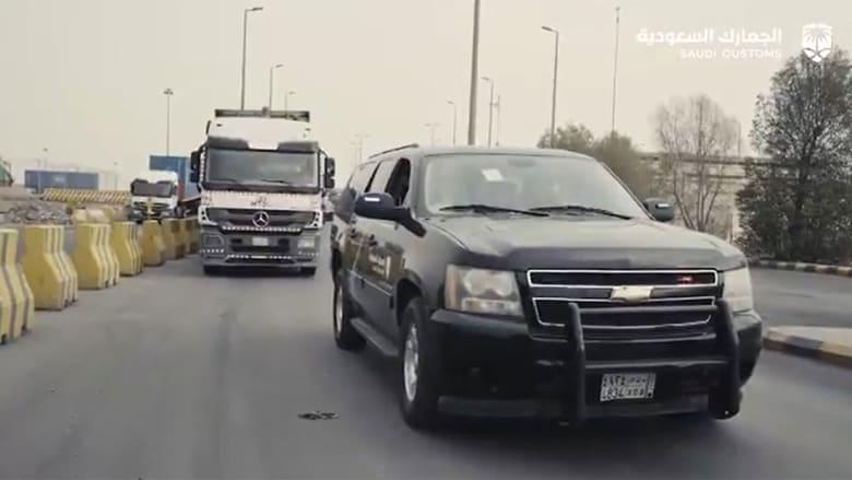 صورة من مقطع الفيديو الذي نشرته الجمارك السعودية عن عملية إحباط محاولة التهريب