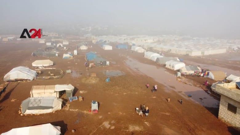 الأمطار تغرق 500 خيمة وتشرد آلاف النازحين في إدلب السورية