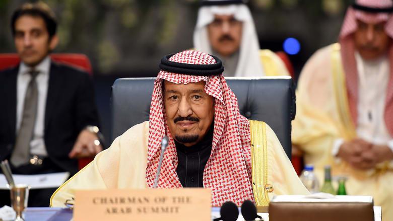 العاهل السعودي يكلَف أمين مجلس التعاون بنقل الدعوات لقادة الخليج لحضور قمة الرياض