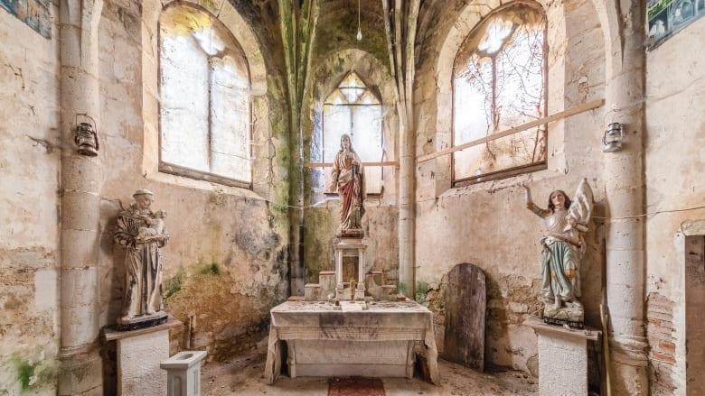 نظرة داخل كنائس أوروبا المهجورة