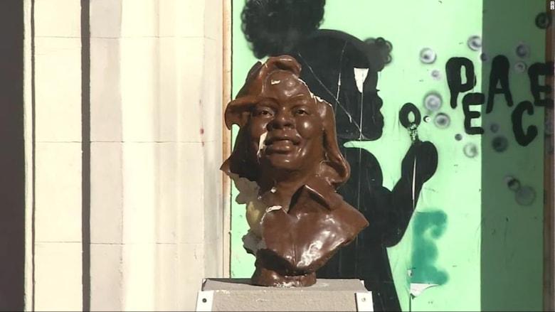 """""""هجوم"""" على حركة """"حياة السود مهمة"""".. تخريب تمثال بريانا تايلور في كاليفورنيا"""