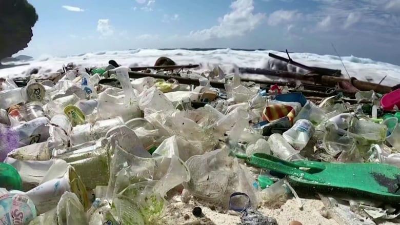 شركة تبتكر مادة كيماوية تحول البلاستيك إلى طين حيوي