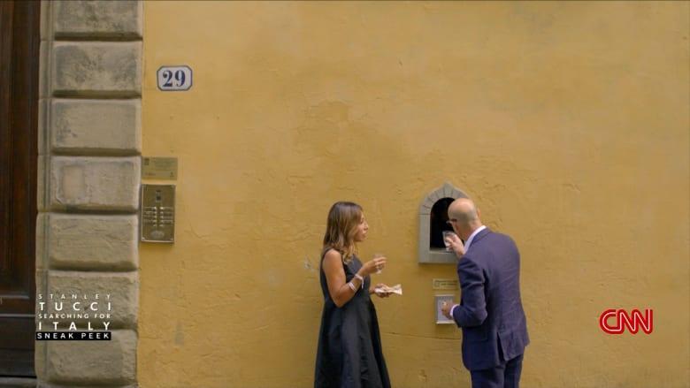 """""""أبواب الجنة الصغيرة"""".. تعرف إلى هذا التقليد القديم لبيع النبيذ في إيطاليا"""