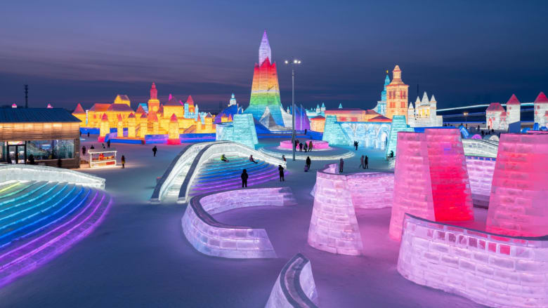 الصين.. شاهد فنون النحت والإضاءة في أكبر مهرجان للثلج والجليد في العالم