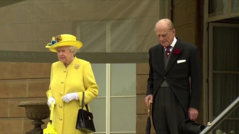 الملكة إليزابيث والأمير فيليب يتلقيان لقاح كورونا.. ويثيران بعض التكهنات