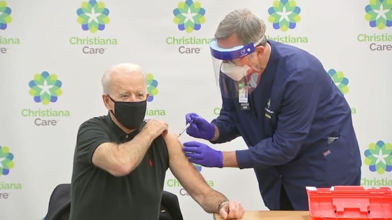 شاهد.. جو بايدن الرئيس الأمريكي المنتخب وهو يتلقى الجرعة الثانية من لقاح كورونا على العلن