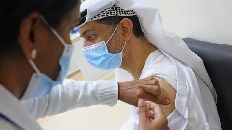 الق نظرة داخل أحد مراكز التطعيم للقاحات كورونا في الإمارات