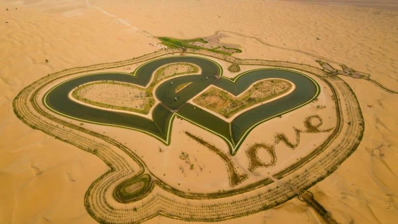 """القمر الاصطناعي الإماراتي """"خليفة سات"""" يلتقط صورة لبحيرة الحب بدبي.. وهكذا بدت"""