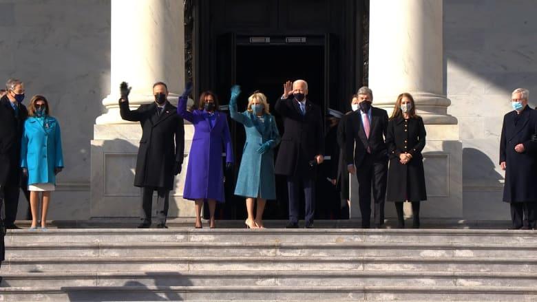 لحظة وصول جو بايدن وزوجته إلى مبنى الكابيتول استعداداً لمراسم التنصيب