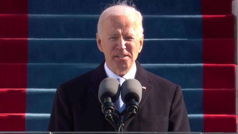 """بايدن يهاجم """"سيادة العرق الأبيض"""" في خطاب تنصيبه.. إليك ما قاله"""