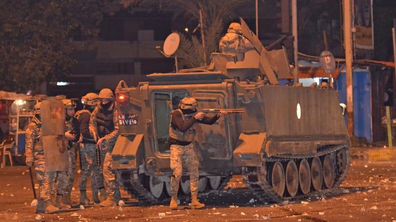 اشتباكات بين قوات الأمن والمتظاهرين ضد قوانين الإغلاق في لبنان
