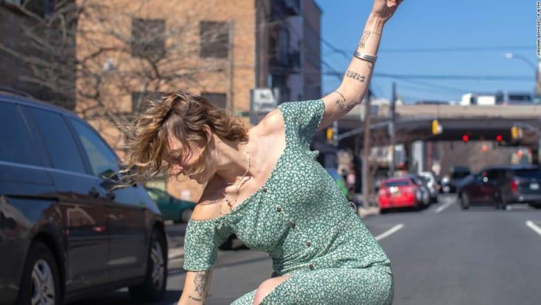 """مصورة تبرز متزلجين على الأواح """"غير تقليديين"""" في نيويورك"""