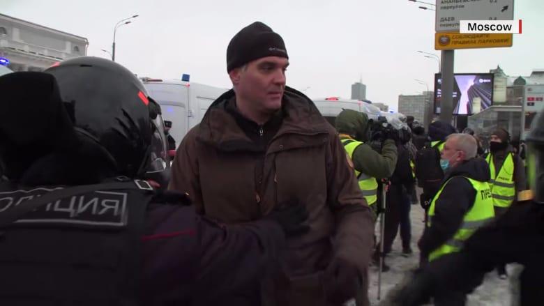 الشرطة الروسية تحتجز مراسل CNN أثناء تغطية المظاهرات.. إليك ما قاله عن الأمر