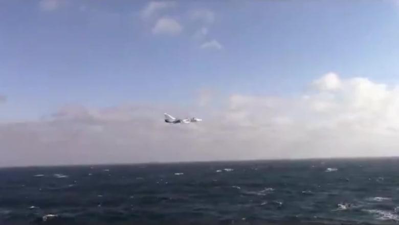 مقاتلة روسية تحلق بالقرب من سفينة تابعة للبحرية الأمريكية بالبحر الأسود.. شاهد ما حدث