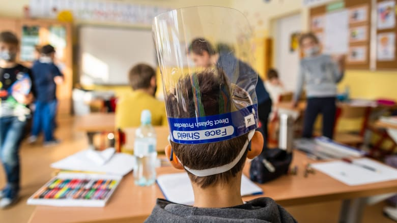 دراسة جديدة: الأطفال أكثر أمانًا من فيروس كورونا في المدرسة بدلاً من خارجها