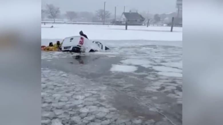 شاهد مصير شاحنة سارت فوق مياه جليدية