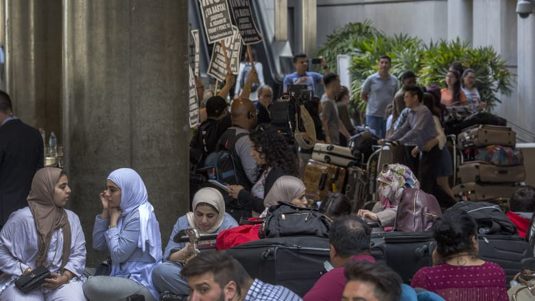 refugee-US-airport