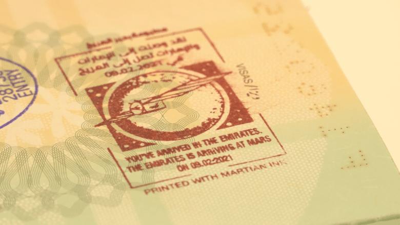 """""""حبر المريخ"""" الفريد.. دبي ترحب بالمسافرين القادمين بمفاجئة داخل جوازات سفرهم"""