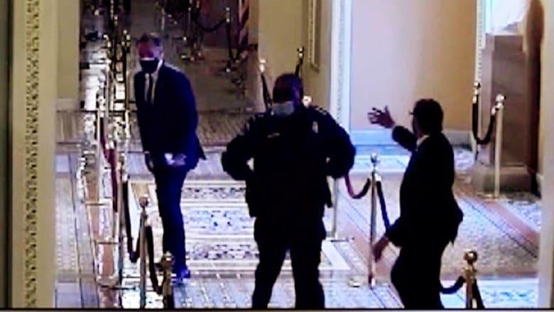 شاهد كيف أنقذ شرطي بشكل بطولي النائب ميت رومني من معتدي الكابيتول
