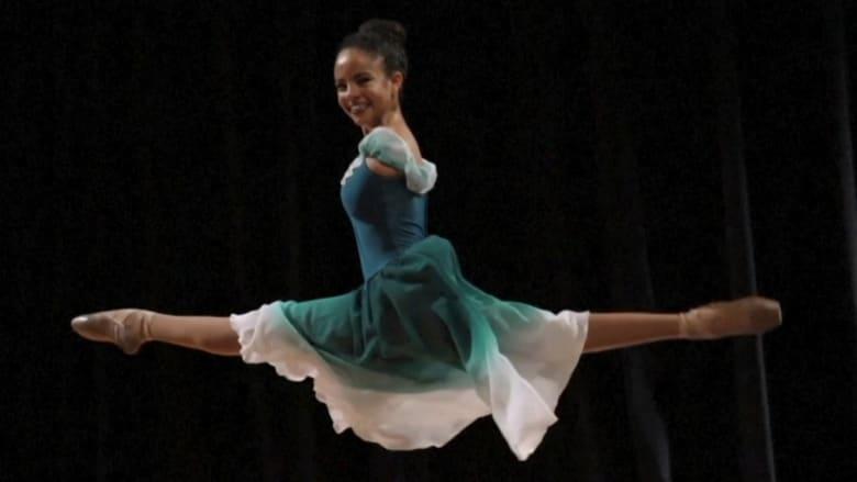 فتاة برازيلية وُلدت بدون ذراعين.. تُلهم الناس برقصها الباليه