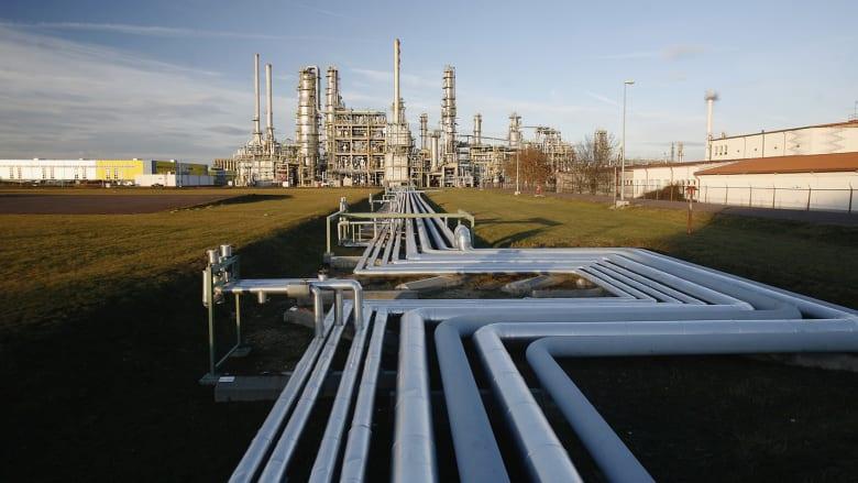بعد ارتفاع أسعار النفط.. ما هي التوقعات العالمية لاستهلاك وإنتاج الوقود في السنوات المقبلة؟