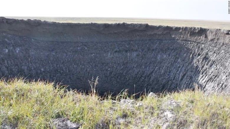 علماء روس يكشفون لغز حفر غامضة ظهرت في سيبيريا