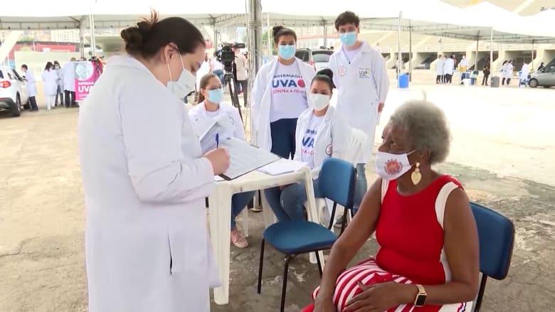 البرازيل تطلق تجربة غير مسبوقة لتطعيم جميع السكان البالغين بإحدى مدنها