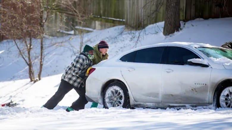 مبادرات إنسانية دافئة تخفف من عواقب أزمة الجليد في تكساس