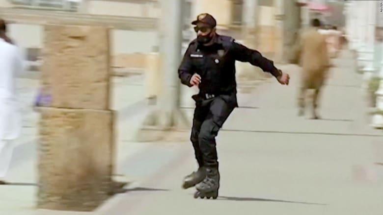فيديو قوات خاصة باكستانية على الزلاجات يثير سخرية ومزاح رواد الانترنت