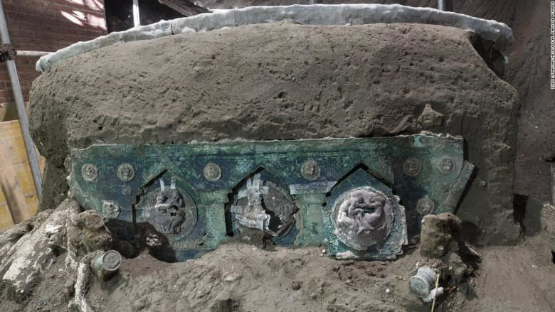 اكتشاف نادر لعربة كبيرة استخدمت لدوافع احتفالية في إيطاليا