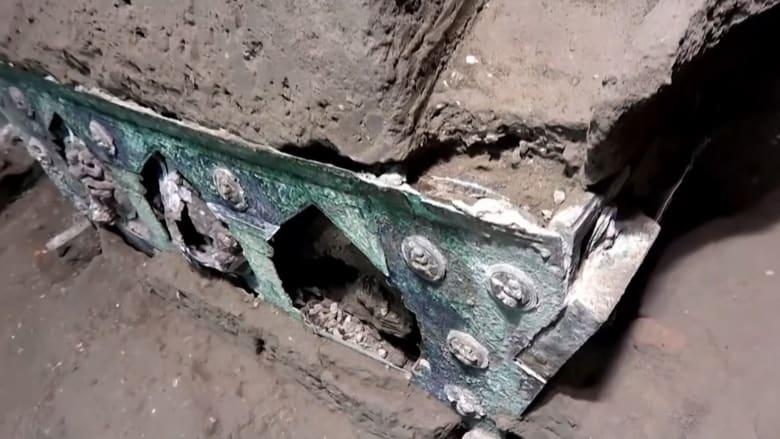 كنز أثري آخر.. شاهد العربة رباعية العجلات التي اكتُشفت في بومبي الإيطالية