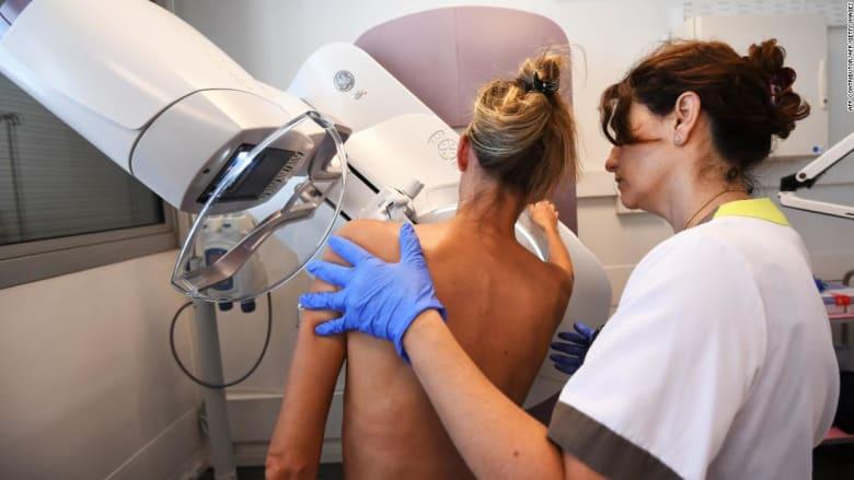 ما علاقة لقاح كورونا بقلق النساء من سرطان الثدي؟