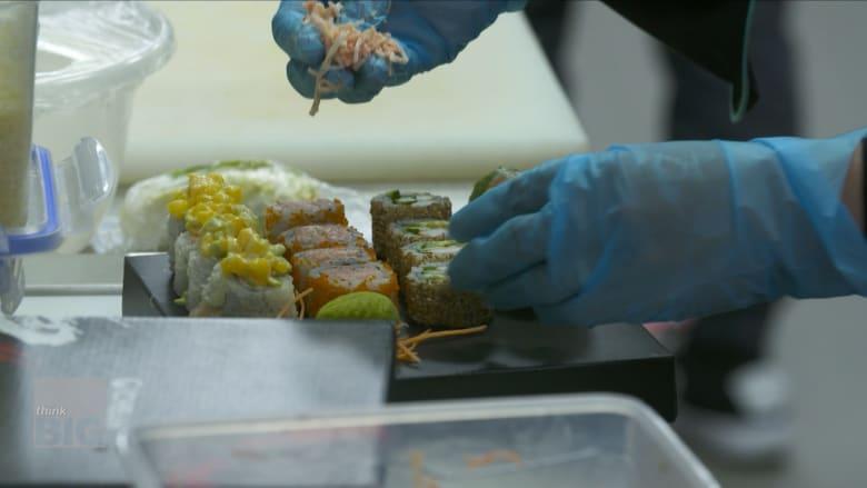 طعام من 120 مطعماً يُحضر في مطبخ واحد في هذه الشركة في دبي