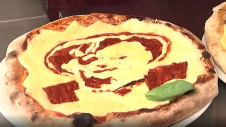 خباز يحضر بيتزا على شكل وجه أنجيلا ميركل ويبيعها بـ 30 يورو