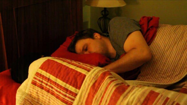كيف يمكن أن يساعدك النوم الجيد ليلاً على الابتعاد عن السكر والطعام غير الصحي؟