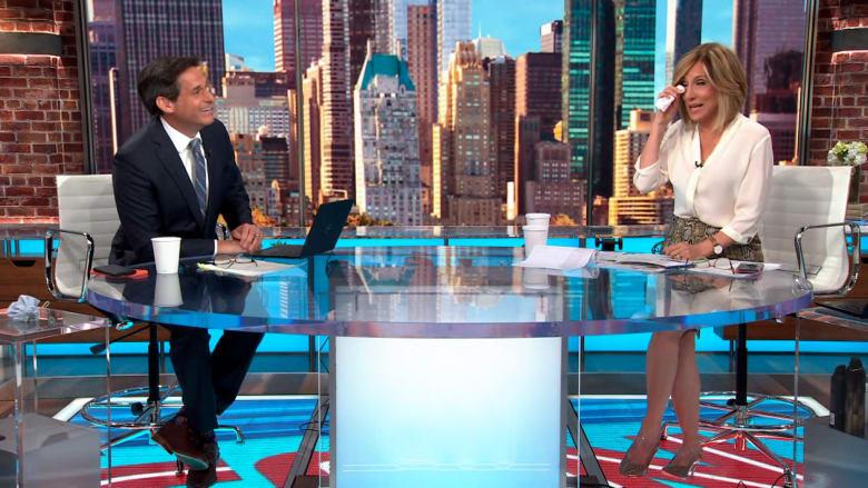 مراسل CNN يفاجئ زميلته في آخر يوم عمل لها بالبرنامج.. شاهد رسالته لها