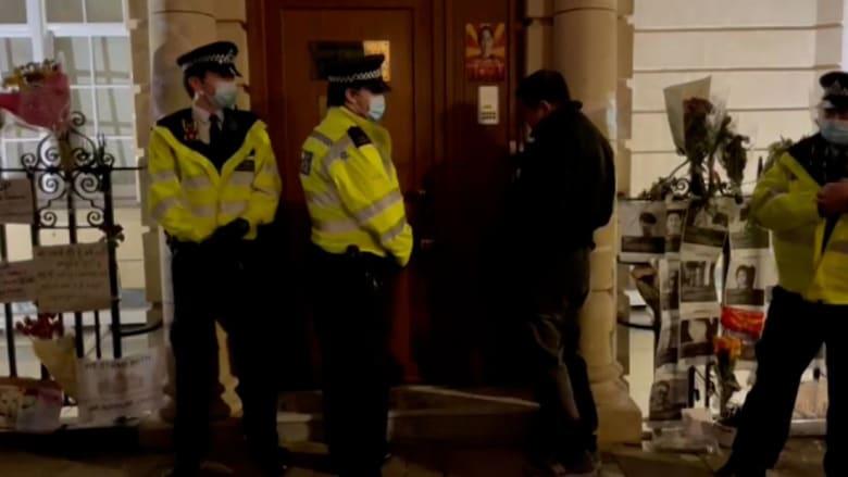 طرق الباب دون رد.. لحظة منع سفير ميانمار من دخول سفارة بلاده في لندن