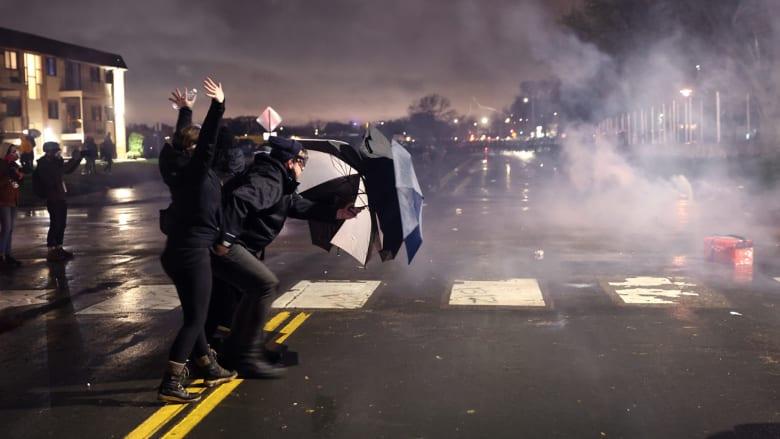 احتجاجات واشتباكات إثر مقتل شاب أسود على يد شرطية أمريكية