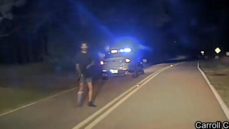 ببندقية كلاشنكوف.. لحظة هجوم مسلح على دورية للشرطة الأمريكية